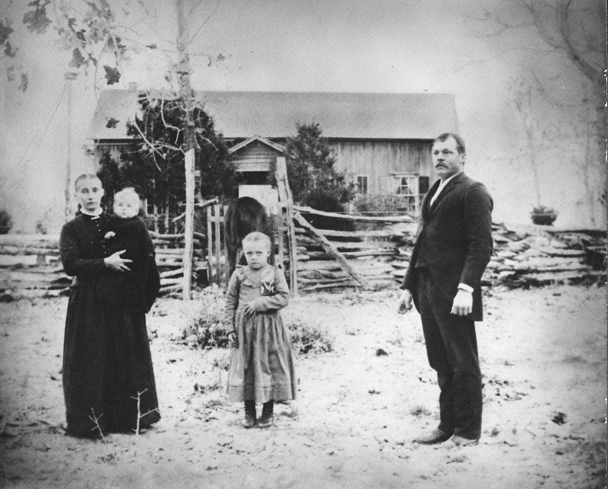1897 grandparents w/aunt